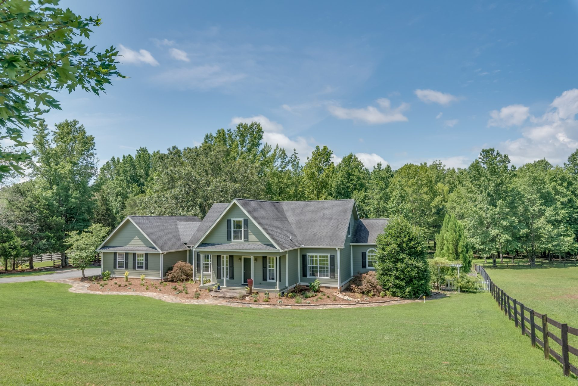 Green Fields: Move in ready horse farm in the heart of CETA trails!