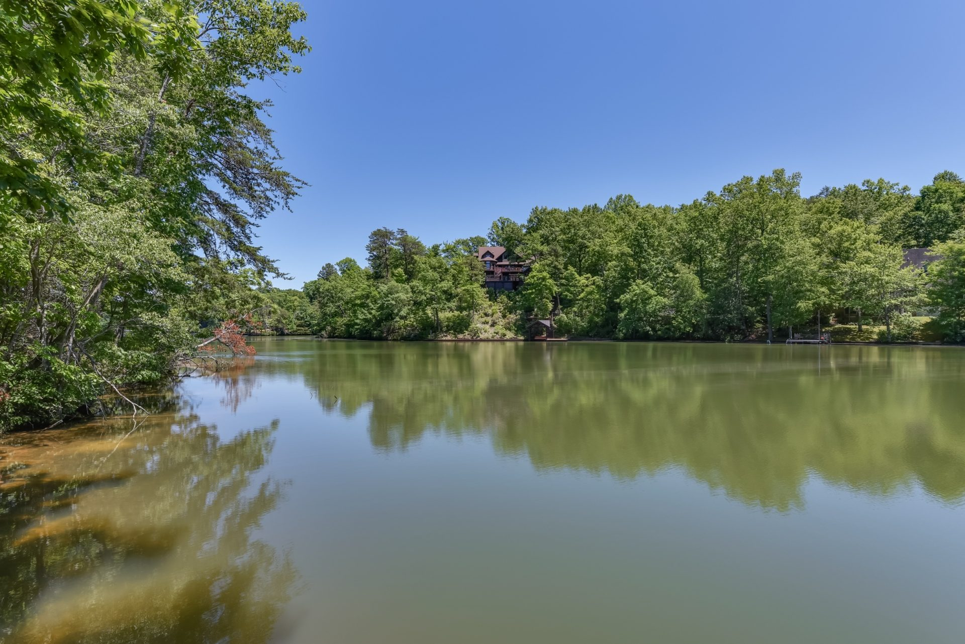 Lake Lanier, updated log home on the water: 512 Caledonia Loop, Landrum SC