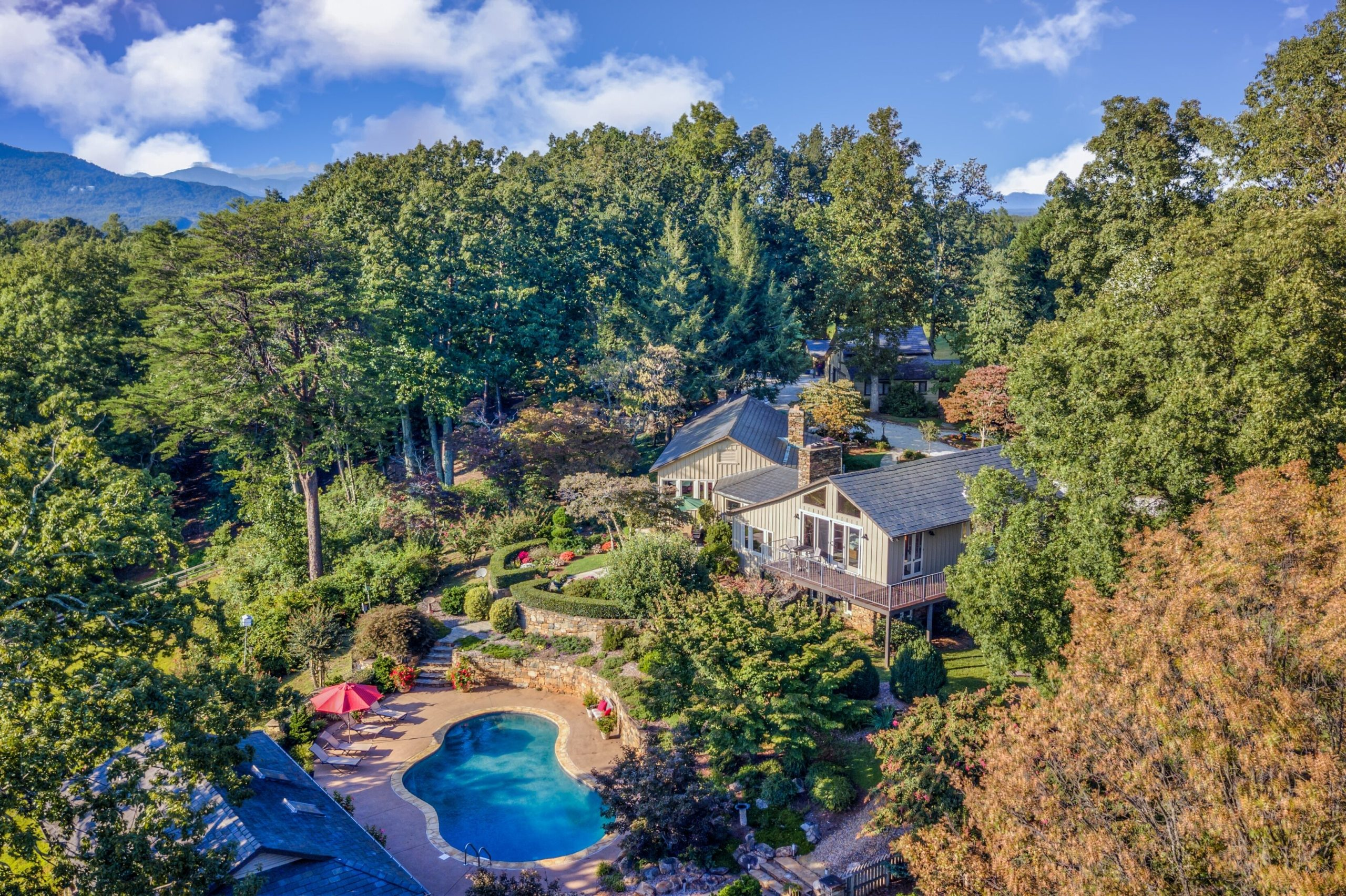 SOLD – Stunning mountain view horse farm