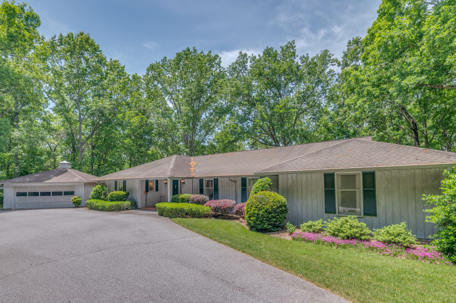 SOLD: Red Fox Circle with beautifully landscaped lot