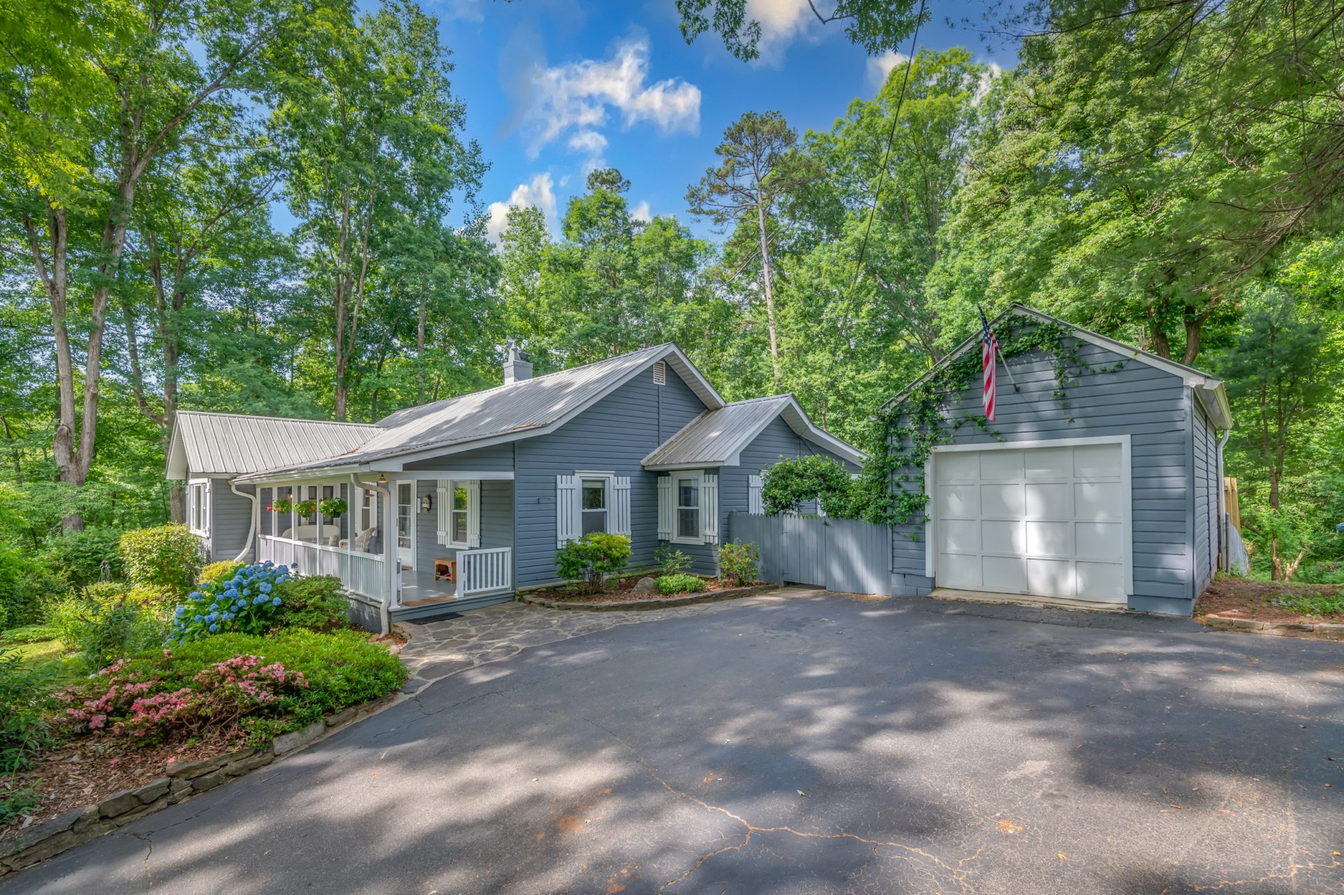 Under Contract: Tryon charmer
