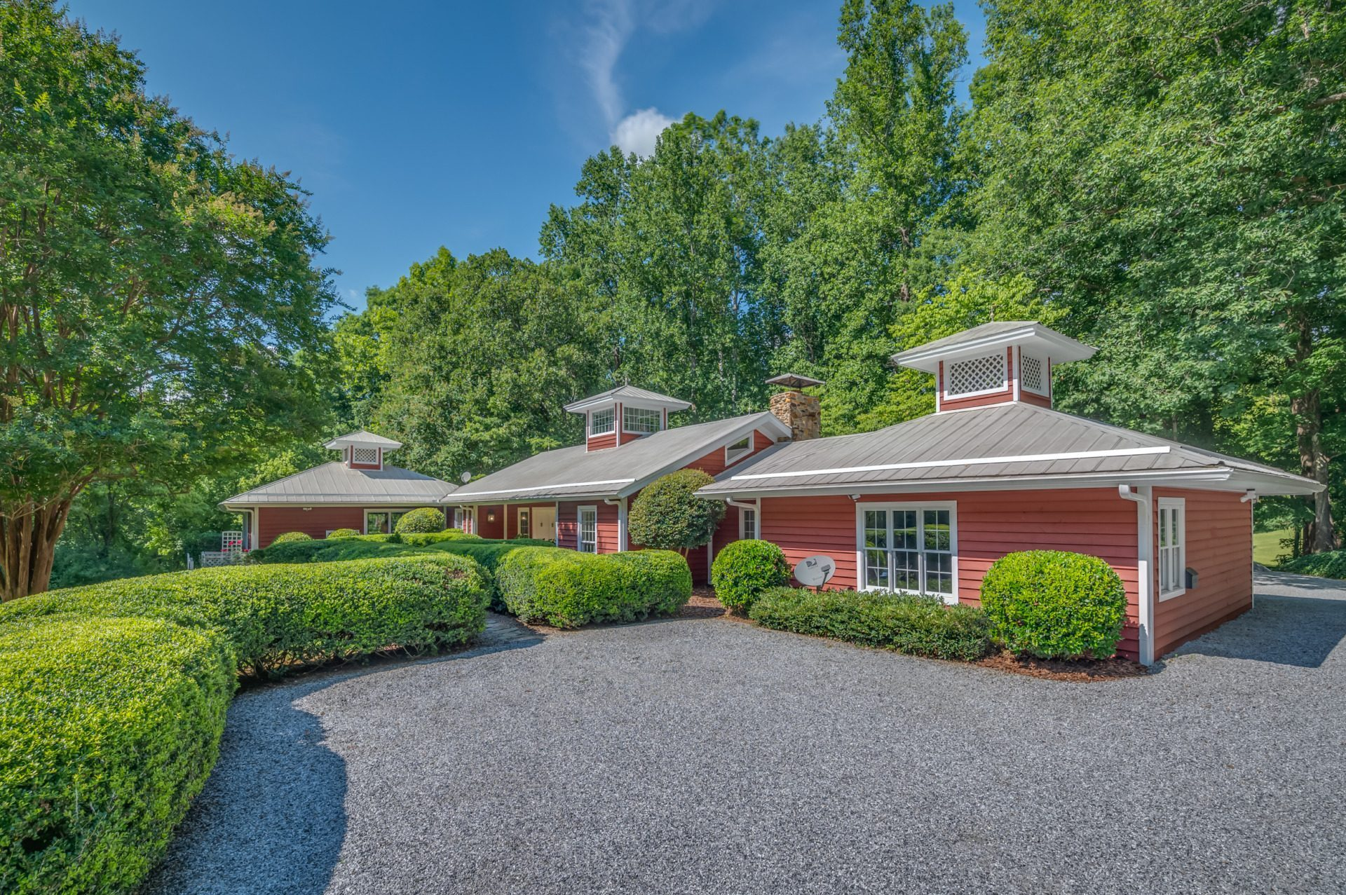 Under Contract: Old foaling barn, a Landrum gem