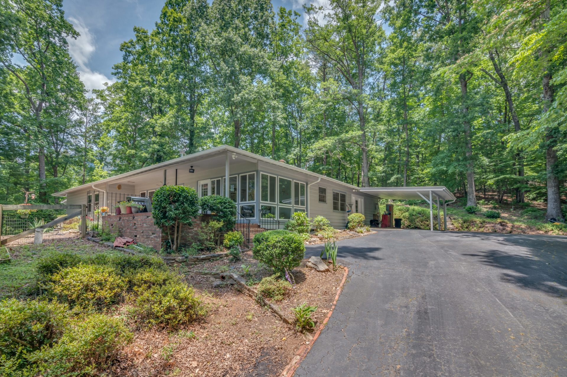 Under Contract: Tryon cottage with mountain view
